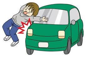 अनियंत्रित कार हुई दुर्घटनाग्रस्त, एक गंभीर