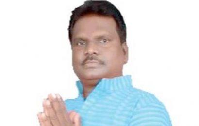 सुरबुड़ा व आसपास के 41 मज़दूर कर्नाटक में फंसे,सुखराम के प्रयास पर मिला खाने पीने की सामग्री,मज़दूरों ने ली राहत की सांस