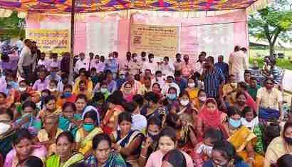 ओड़िया भाषा भाषियों ने समाहरणालय परिसर पर किया एक दिवसीय धरना प्रदर्शन